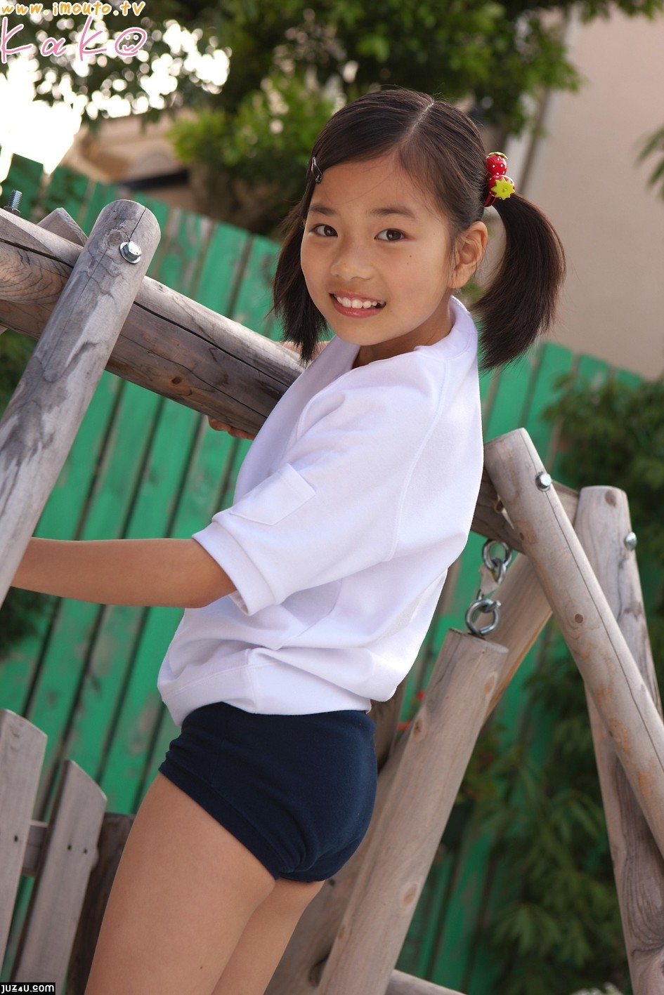 Japanese Junior Idols Momo Shiina String Bikini | Sex Pizz