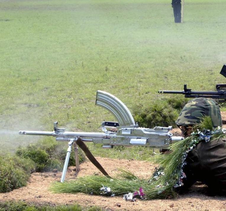북한군 특수작전 대대의 73형 기관총 사격 훈련 - North Korea Commandos Type 73 machine gun firing training