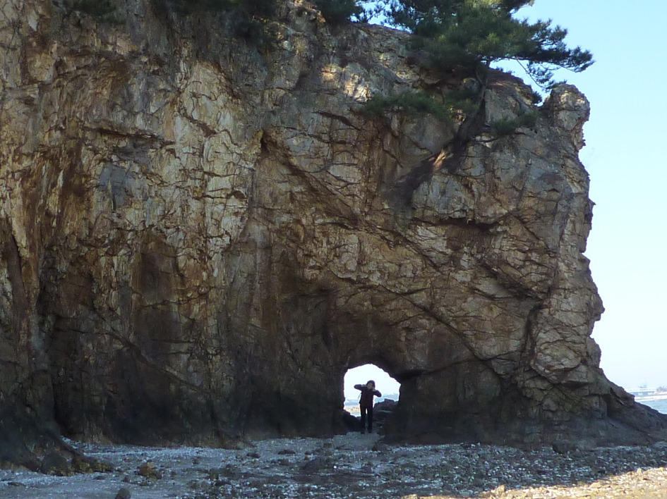 Taean Crested Village Hole Rock