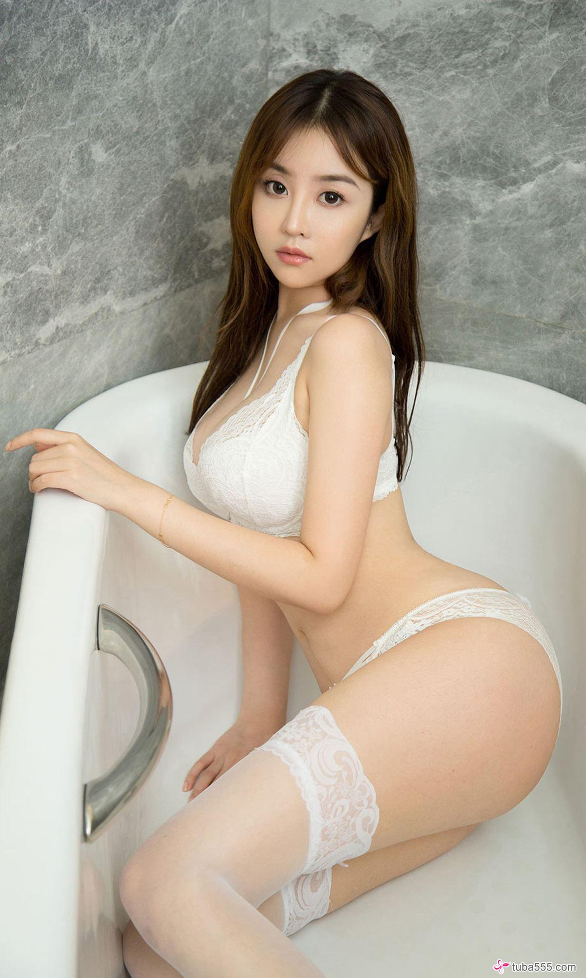 hot, sexy and beautiful Chinese glamour in lingerie